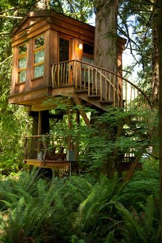 Bonbibi, Treehouse Point, Fall City, WA. The Bonbibi is balanced on two steel yokes. The yokes spread out the load and allow for tree growth and movement in the wind. A small deck hangs from the beams below and uses the treehouse itself to shelter guests. (Photo by Pete Nelson)