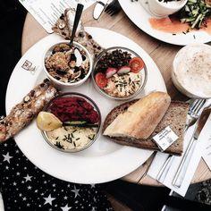 Les petits lunchs entre copines au @lpqbel  me manquent beaucoup trop ici  @simply.morane