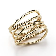 Elsa Peretti® Wave ring in 18k gold.