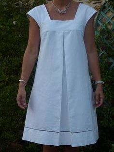 Tucked pleat instead of gathers Dress H from Stylish Dress Book Volume 1 # 2 - Rue des Mures - Claudine Fessemaz - - Dans ma valise, il y aura… – Rue des Mures So, to accompany my wedding Victoria, I needed a wedding dress. Combine Jewelry With Cloth Stylish Dresses, Simple Dresses, Casual Dresses, Summer Dresses, Summer Clothes, African Fashion Dresses, African Dress, Fashion Outfits, Stylish Dress Book