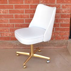 The $3 Ofice Chair Makeover (using vinyl spray paint for car upholstery) - Dream a Little Bigger