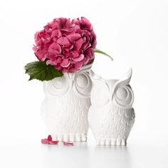 White ceramic owl vase, can be used as a decoration or a watertight vase.