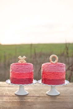 """X and O Wedding Cakes: Two cakes are better than one, and these """"x""""and """"o"""" ombré My Sweet and Saucy confections are simply perfect for an outdoor, vintage-inspired wedding. Heart Wedding Cakes, Themed Wedding Cakes, Beautiful Wedding Cakes, Beautiful Cakes, Wedding Sweets, Wedding Wishes, Amazing Cakes, Pretty Cakes, Cute Cakes"""
