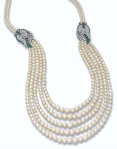 AN ART DECO NATURAL PEARL AND DIAMOND NECKLACE.