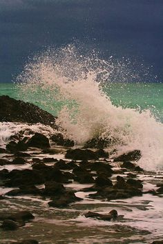 ✮ Breaking wave at Blowing Rocks Preserve in Jupiter, Florida