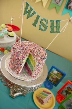 colorful sprinkle birthday cake | lissables.com