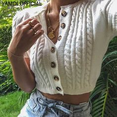 Vintage short knit twist cardigan short-sleeved top · FE CLOTHING · Online Store Powered by Storenvy Vintage Shorts, Vintage Outfits, Mode Outfits, Fall Outfits, Casual Outfits, Fashion Outfits, Short Sleeve Cardigan, Cropped Cardigan, Jeans Bleu