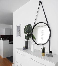 Spiegel Schräg Aufhängen wandspiegel spiegel schwarz rund mit eco leder gürtel zum aufhängen