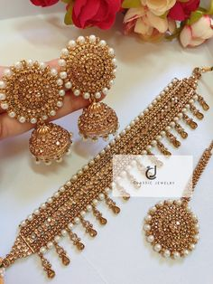 How To Wear Rose Gold jewelry - Gold jewelry Indian With Weight - Gold jewelry Indian Awesome - Gold jewelry Indian Jadau - - Indian Bridal Jewelry Sets, Bridal Jewelry Vintage, Indian Jewelry Earrings, Jewelry Design Earrings, Jewelry Accessories, Mughal Jewelry, Gold Jewelry, Jhumki Earrings, Bridal Jewellery