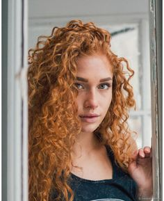 Burgundy Brown - 40 Red Hair Color Ideas – Bright and Light Red, Amber Waves, Ginger Hair Color - The Trending Hairstyle Magenta Hair Colors, Red Hair Color, 3a Hair, Curly Hair Styles, Natural Hair Styles, Curly Red Hair, Curly Ginger Hair, Cute Haircuts, Long Haircuts