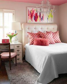 Quarta simples e aconchegante... o charme fica por conta dos detalhes em rosa. Nós amamos! #decoration #instadecor #instahome #casa #home #interiordesign #homedesign #homedecor #homesweethome #inspiration #inspiração #inspiring #decorating #decorar #decoracaodeinteriores #Mobly #MoblyBr