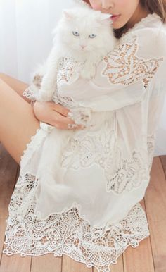 ♡  White Lace with white kitten:)