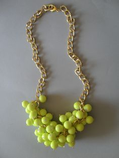 Divertido collar de bolas neon... el perfecto touch para un outfit simple!