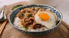 Cách làm cơm thịt bò xào hành tây kiểu Nhật (Gyudon) cực hấp dẫn - http://congthucmonngon.com/150099/cach-lam-com-thit-bo-xao-hanh-tay-kieu-nhat-gyudon-cuc-hap-dan.html
