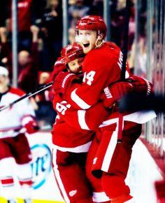 Johan Franzén & Gustav Nyquist - Detroit Red Wings Youth Hockey, Men's Hockey, Ice Hockey Teams, Hockey Games, Red Wings Hockey, Detroit Red Wings, Johan Franzen, Red And Blue, Ufc
