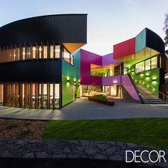 Assinado pelo escritório Mcbride Charles Ryan Architecture & Interior Design, projeto comercial compreende uma variedade de áreas de aprendizagem caracterizadas pelo uso de formas geométricas e cores expressivas.