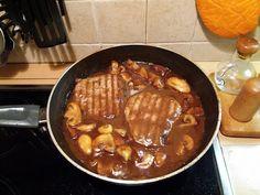 Φιλετάκια κοτόπουλου με μανιτάρια και χυμό πορτοκαλιού…από την Αλεξάνδρα Σουλαδάκη http://www.donna.gr/17089/filetakia-kotopoulou-me-manitaria-kai-chumo-portokaliouapo-tin-alexandra-souladaki/  Θα χρειαστούμε φιλετάκια κοτόπουλου, λίγα μανιτάρια κομμένα, αλατοπίπερο, λίγο λάδι, ένα ποτηράκι κρασί, χυμό λεμό�