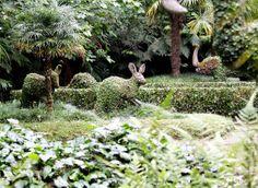 Landet Krokus: Terra Nostra, Azorerna. Overgrown stone sculptures
