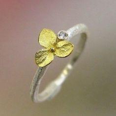 Hydrangea Blossom Diamond ring