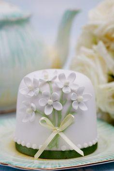 precious little mini cake ✿⊱╮