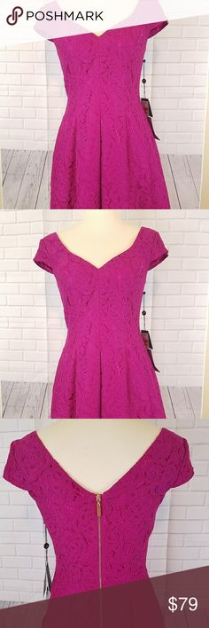 Adrianna papell dress size 4 Lace pleated dress with cap sleeves v neck frontera and back very elegant knee lenght Adrianna Papell Dresses Midi