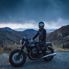 Here's one of the best shots of a Moto Guzzi V7 we've ever seen. it's by Jun Song, one of the three top motorcycle photographers we've just profiled with the help of our friends at @saintcc #ridefastridefree