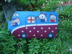Super cute school bus case  Homeprinted felt by kawaiifeltcrafts, $10.50