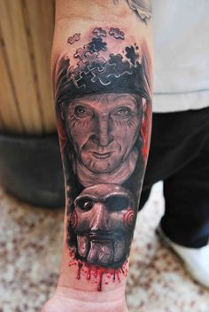 One of the best saw tattoos I've ever seen! Horror Movie Tattoos, Creepy Tattoos, Dope Tattoos, Leg Tattoos, Amazing Tattoos, Knee Tattoo, Leg Sleeve Tattoo, Jigsaw Tattoo, Clown Tattoo