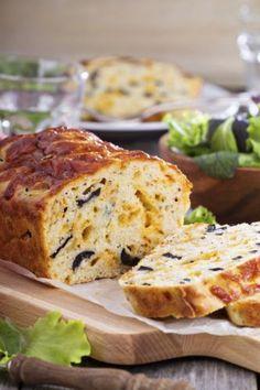 Käse mit Oliven und Cheddar