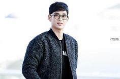 awesome [Fan Photos] Actor Kim Soo Hyun at Incheon Airport going to Macau 01.17.2015