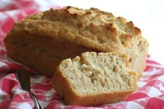 Beer Bread Recipe - Food.com 3 cups flour (sifted) 3 teaspoons baking powder (omit if using Self-Rising Flour) 1 teaspoon salt (omit if using Self-Rising Flour) 1/4 cup sugar 1 (12 ounce) can beer 1/2 cup melted butter (1/4 cup will do just fine)