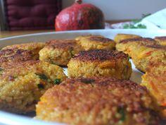 Diese Kürbis-Couscous-Taler sind vegetarisch und sind aussen kross und innen herrlich weich. Orientalische Gewürze runden den Geschmack ab.