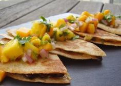 Sincronizadas con Pico de Gallo de Mango