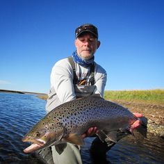 Good friend Doug with a nice #seatrout on the #sunrayflyfish #lowdiameter #scandinavian shooting head LD. #flyfishing #underhandcasting #speycasting #spey #patagonia @solidadventures #flyfishingjunkie #flyfishingnation #flyfishingaddict #trout #troutfishing #browntrout #searunbrown #anadromousanglers #keepemwet