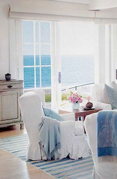 I would die a happy, happy girl with a view like this in my own beach house!