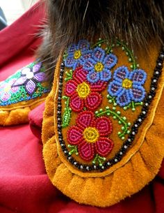Native Beading Patterns, Seed Bead Patterns, Native Beadwork, Native American Beadwork, Beaded Shoes, Beaded Moccasins, Native American Moccasins, Weaving Yarn, Bead Sewing