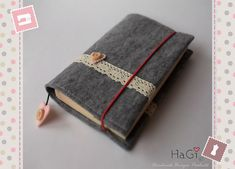 Cute and Practical Felt Book Cover Romance by HerzigGenaehtes, €19.80