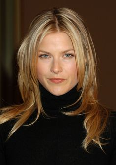 Ali Larter ...... She is perhaps best known for playing the dual roles of Niki Sanders and Tracy Strauss on the NBC science fiction drama Heroes as well as her guest roles on several television shows in the 1990s.
