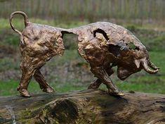 Defensie-verweer is een woeste bronzen stier.| bronzen beelden en tuinbeelden van Jeanette Jansen | Jeanette maakt prachtige beelden.