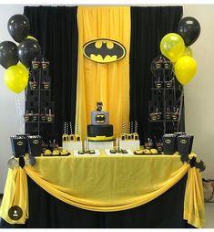 Superhero-Party-Decoration What a lovely idea for our next avengers-party. - Decoration for Superheroes - That's what Avenger-Parties look like! Lego Batman Party, Batman Birthday Cakes, Superhero Birthday Party, Boy Birthday Parties, 5th Birthday, Birthday Ideas, Batman Superhero, Batman Cartoon, Baby Batman