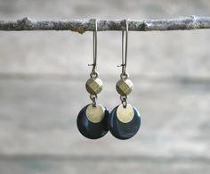 Boucles d'oreilles fantaisie sequins bronze et bleu-nuit - Bijou sequin émaillé - Idée de cadeau bijoux : Boucles d'oreille par joaty