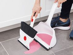 Clean up both dry and wet messes with ease. This broom and dust pan tackles both kinds of dirty jobs—even if one mess is both at the same time. Switch between bristles and a squeegee with just a quick rotation of the broom head. And the extra-deep dustpan cleans up all the mess in one go.