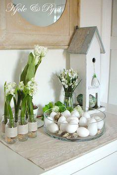 Zeit für die Osterdekoration im Wohnzimmer #diy #Wohnen #Ostern