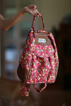 Old Jeans, Patchwork Bags, Fabric Bags, Kids Bags, Kids Backpacks, Jansport Backpack, Beautiful Bags, Mini Bag, Bag Making