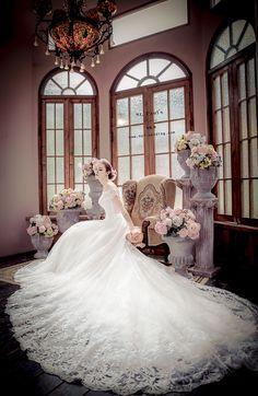 【NO.9獨家-古典蕾絲手工婚紗】 哇~~~好唯美氣質的感覺唷~~ 想趕快穿上她♡♡♡♡ 搶先曝光更多頂級設計款手工婚紗: http://no9-wedding.com/blog 上身運用一字領優雅的搭配設計, 不僅能讓新娘更加的修飾手臂線條, 結合手工蕾絲裙擺的氣勢, 完美呈現英式典雅的浪漫婚禮唷!!! 想盡快體驗2017最新獨家的手工婚紗嗎? 請點選以下網址填寫預約單唷! http://no9-wedding.com/填寫預約單 Instagram搜尋:no9wedding第九大道 NO.9 痞客邦上線囉! 歡迎點選參考: http://no9wedding.pixnet.net/blog #拍攝景點 #真愛桃花源婚紗攝影基地