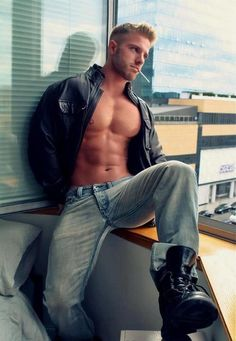 Holy smokes, this guy is hot! Hot Men, Hot Guys, Sexy Guys, Man Smoking, Blonde Guys, Hommes Sexy, Muscle Men, Muscle Body, Male Beauty