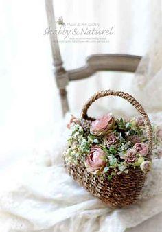 Romantic Flowers, Silk Flowers, Beautiful Flowers, Basket Flower Arrangements, Floral Arrangements, Flower Basket, Flower Boxes, Flower Photos, Container Gardening