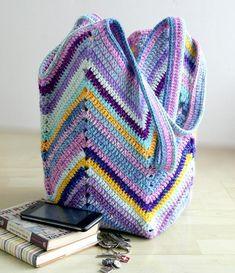 Bolsa en crochet casual (Patrón) Crochet Beach Bags, Crochet Market Bag, Crochet Diy, Crochet Chart, Love Crochet, Crochet Gifts, Crochet Patterns, Crochet Bags, Purple Beach