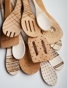 Wood burned wooden spoons... great idea - something easy to do because you're not making difficult patterns.