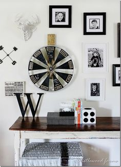 Bicycle Wheel Calendar - Here's a fun upcycle DIY idea for an office or family room. Create a weekly calendar from a bicycle wheel, plywood and chalkboard pain… Chalkboard Calendar, Diy Advent Calendar, Chalkboard Paint, Old Bicycle, Bicycle Wheel, Bicycle Decor, Printable Calendar Template, Ideas Geniales, Repurposed